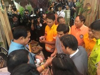 นายกรัฐมนตรี พลเอกประยุทธ์ จันทร์โอชา สงสัยขนมหม้อแกงผลิตภัณฑ์ใหม่